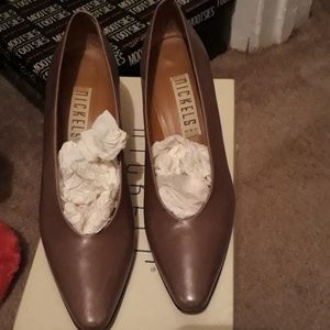 Classic pumps great for work all like new